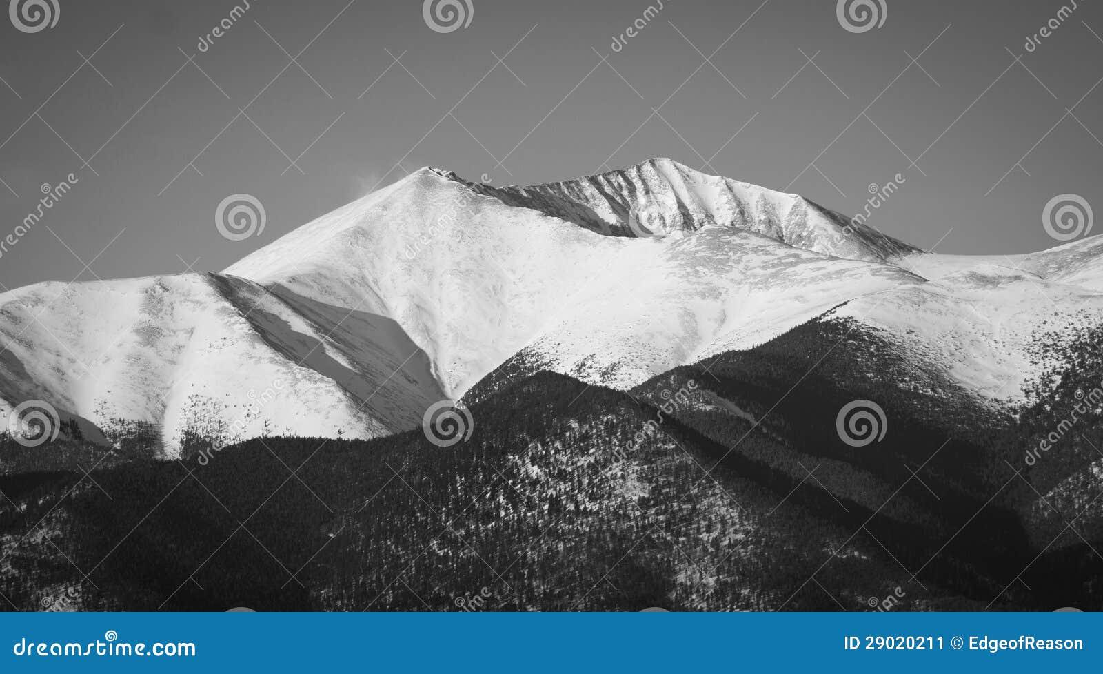 Śnieżny Halny szczyt