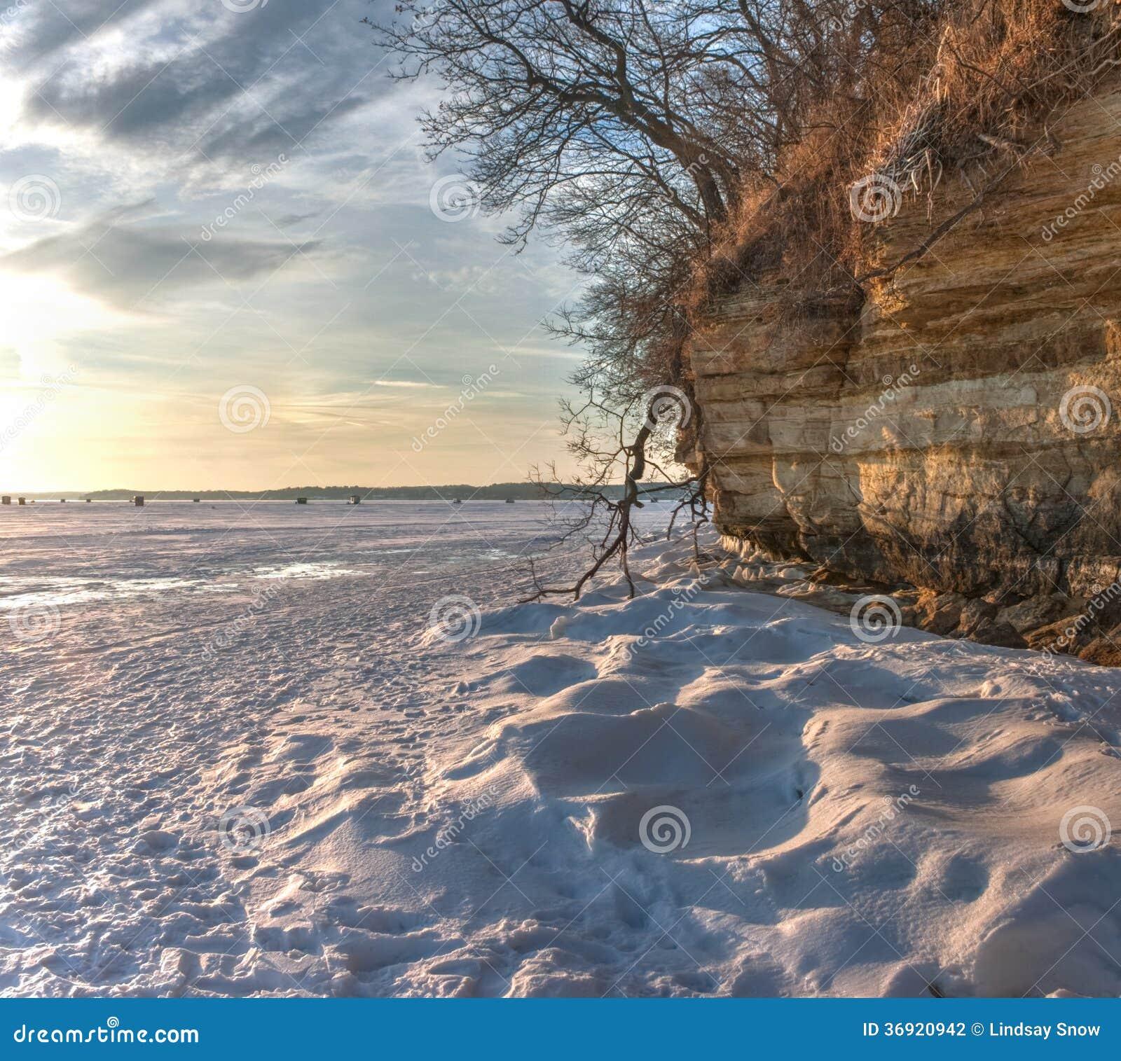 Śnieg i faleza