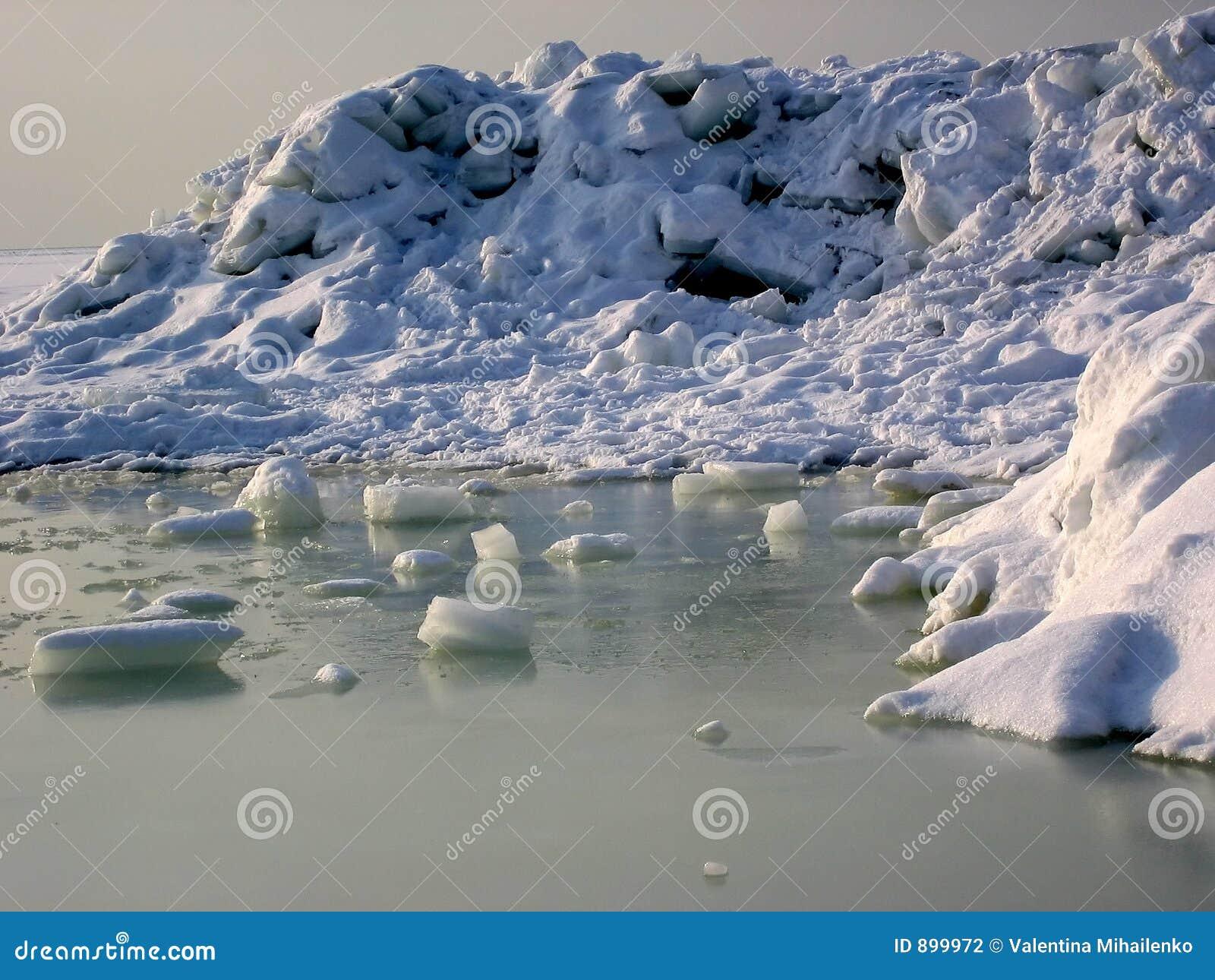 śnieg na lodzie
