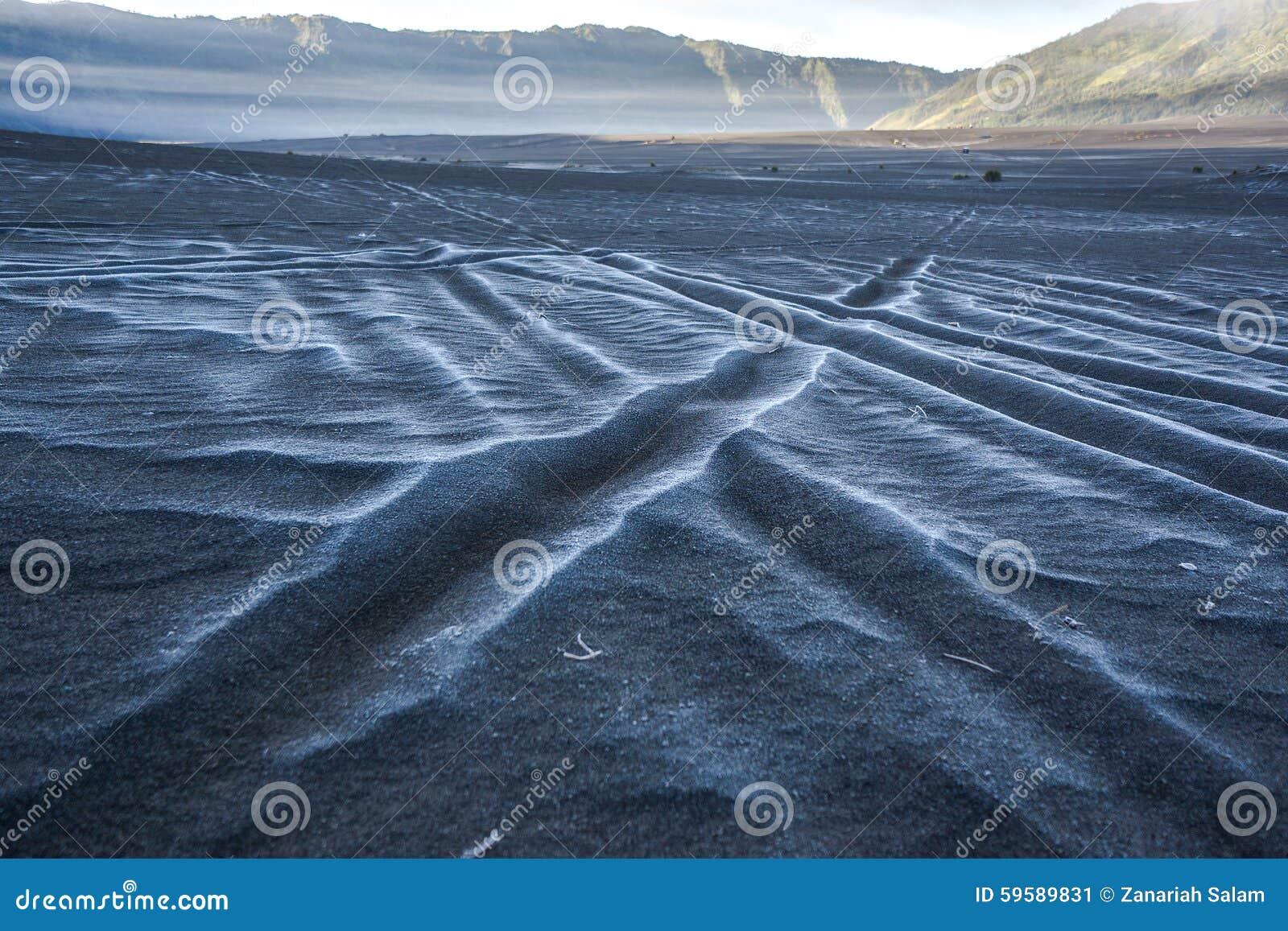 Śnieg przy morzem piasek