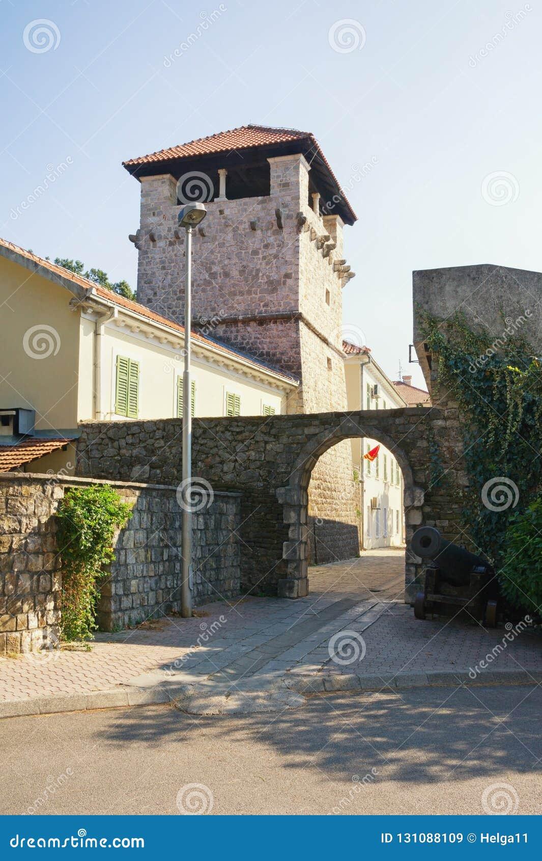 średniowieczna architektury Lato dom szlachetna rodzina Buca Tivat miasto, Montenegro