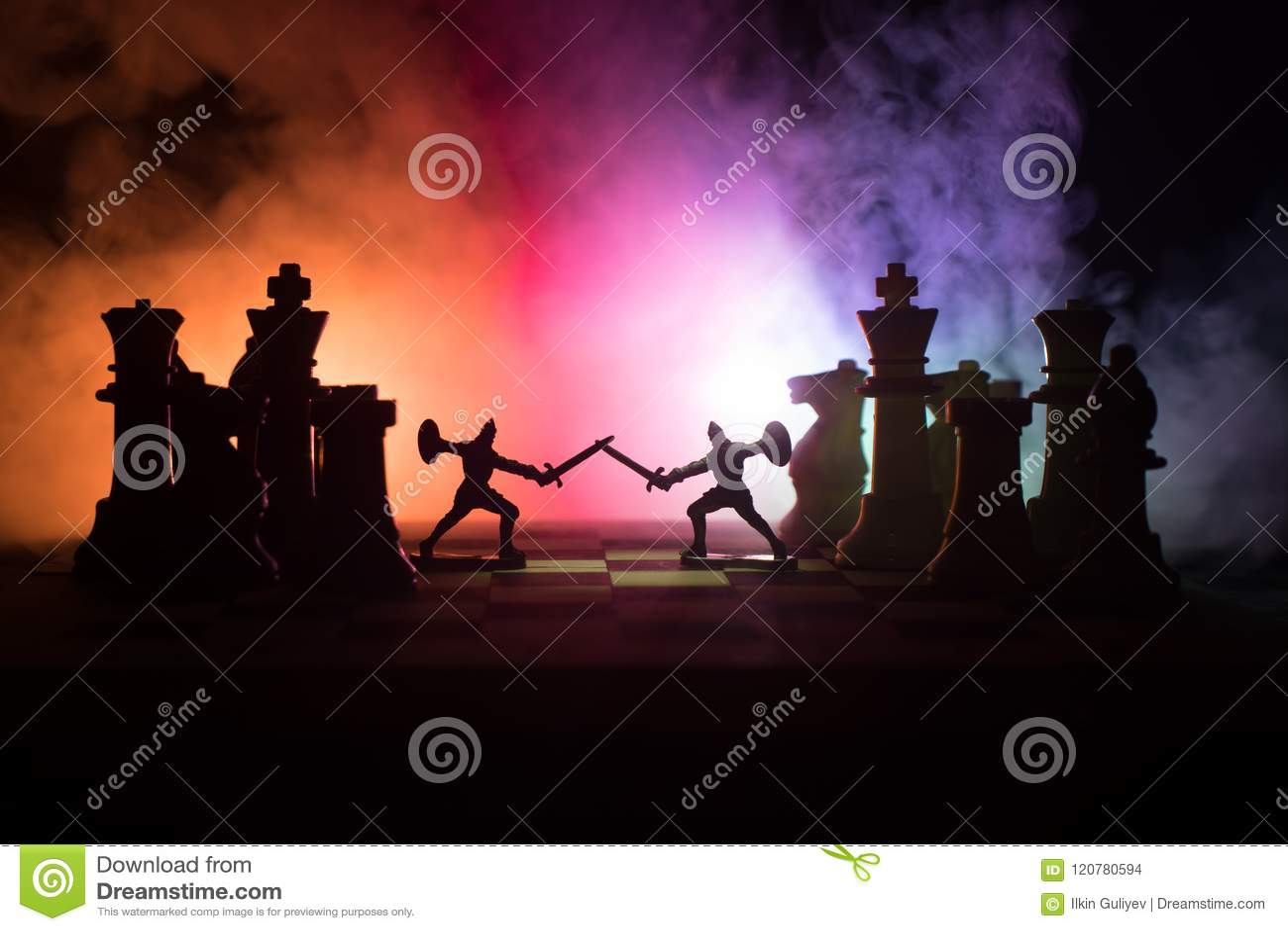 Średniowieczna batalistyczna scena z kawalerią i piechotą na chessboard Szachowy gry planszowa pojęcie biznesowi pomysły, rywaliz