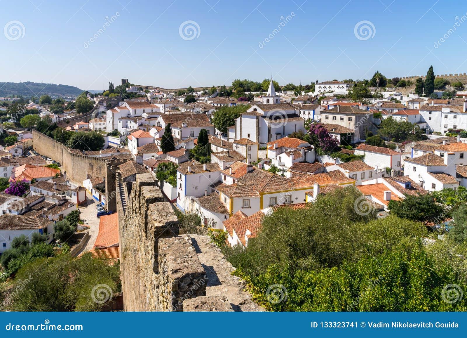 Średniowieczny grodzki Obidos krajobraz