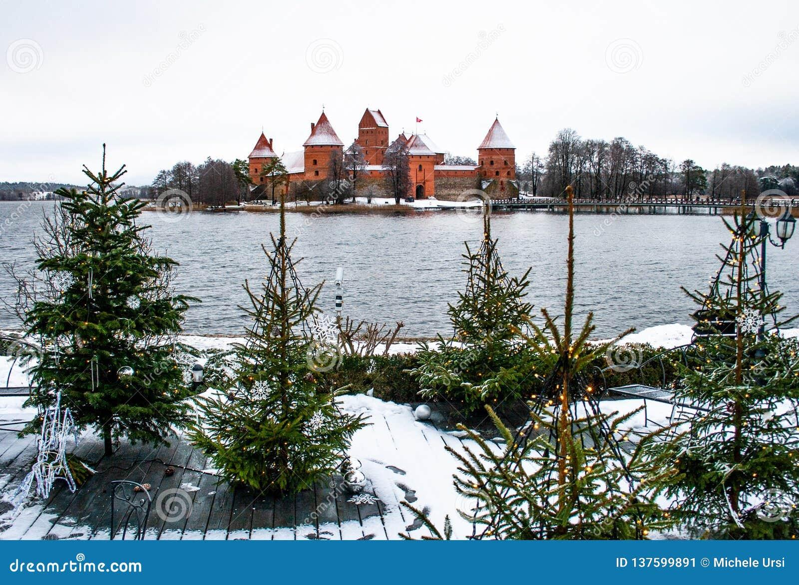 Średniowieczny kasztel Trakai, Vilnius, Lithuania, Europa Wschodnia, w zimie