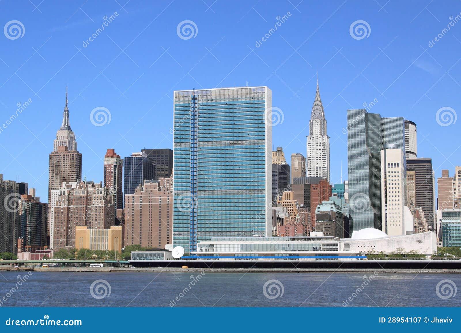 Środka miasta Manhattan linia horyzontu na Jasnym Błękitnym dniu