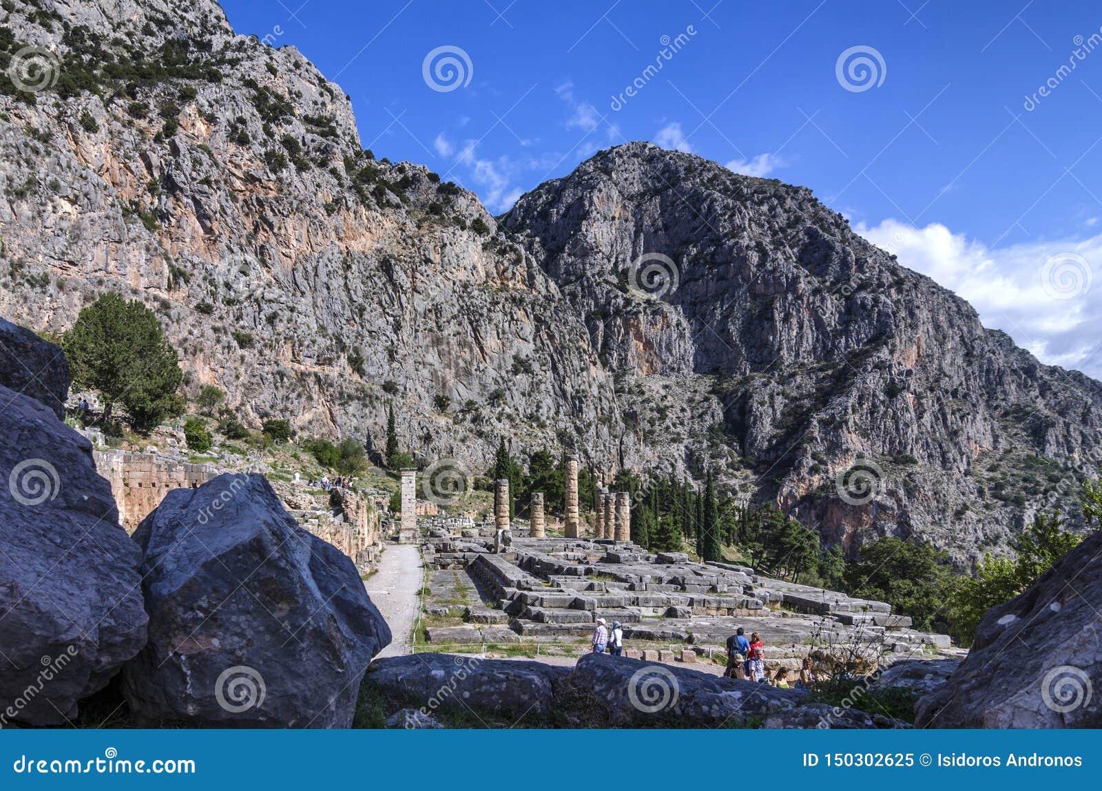 Świątynia Apollo przy archeologicznym miejscem Delphi