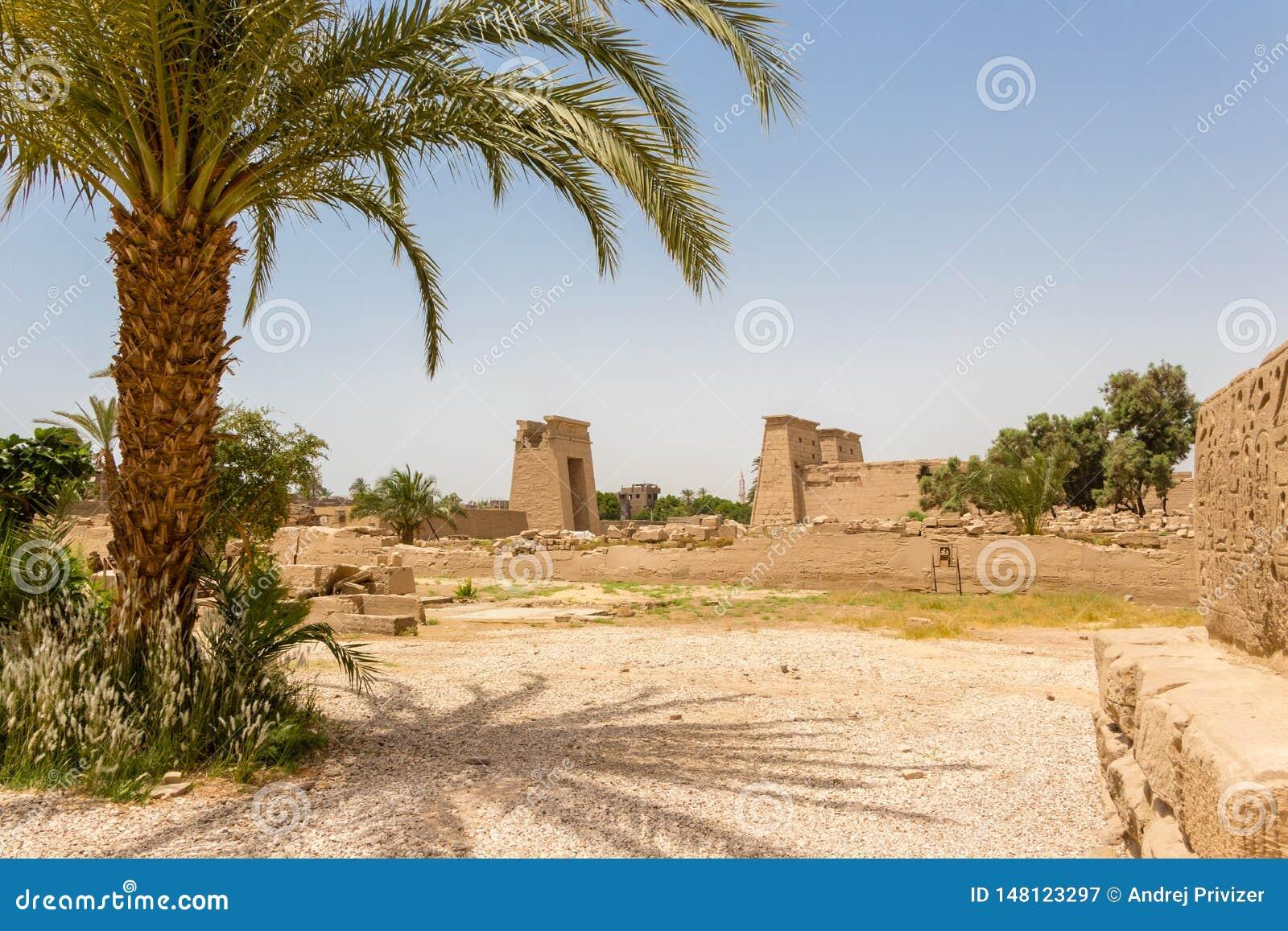 Świątynny Karnak w antycznym mieście Thebes, dzień Luxor, Egipt