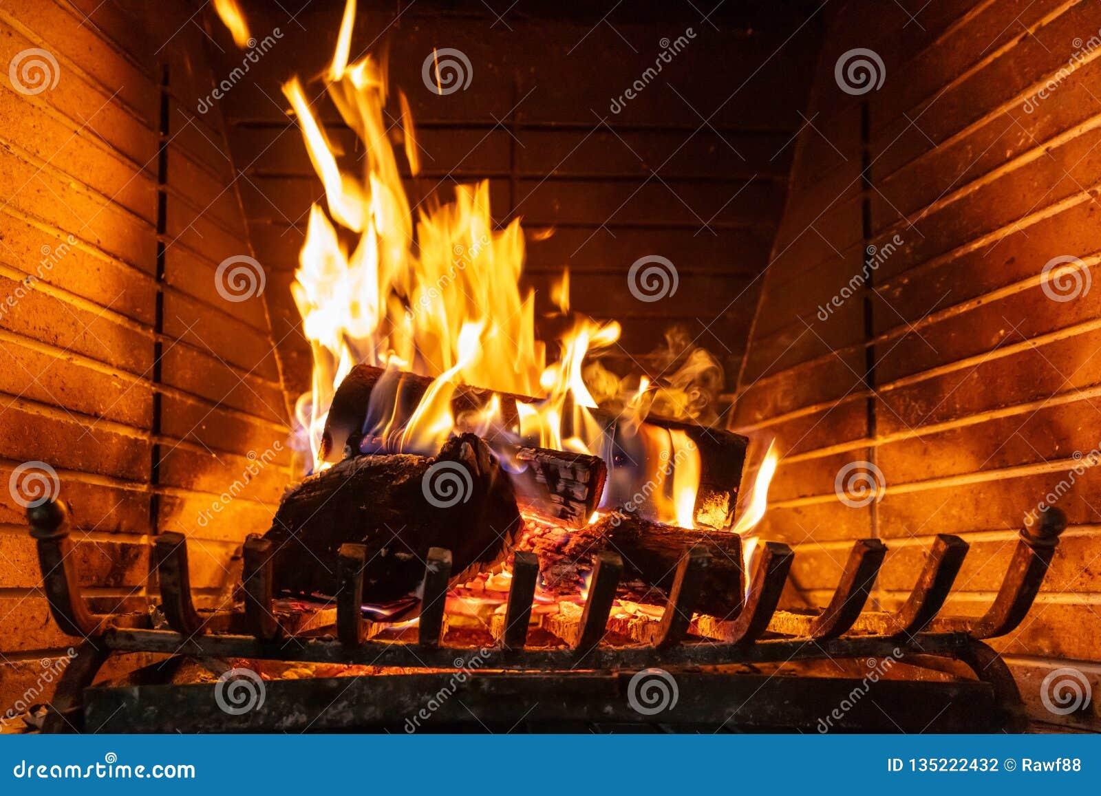 Święta tła blisko czerwony czasu Drewniany palenie w wygodnej grabie w domu