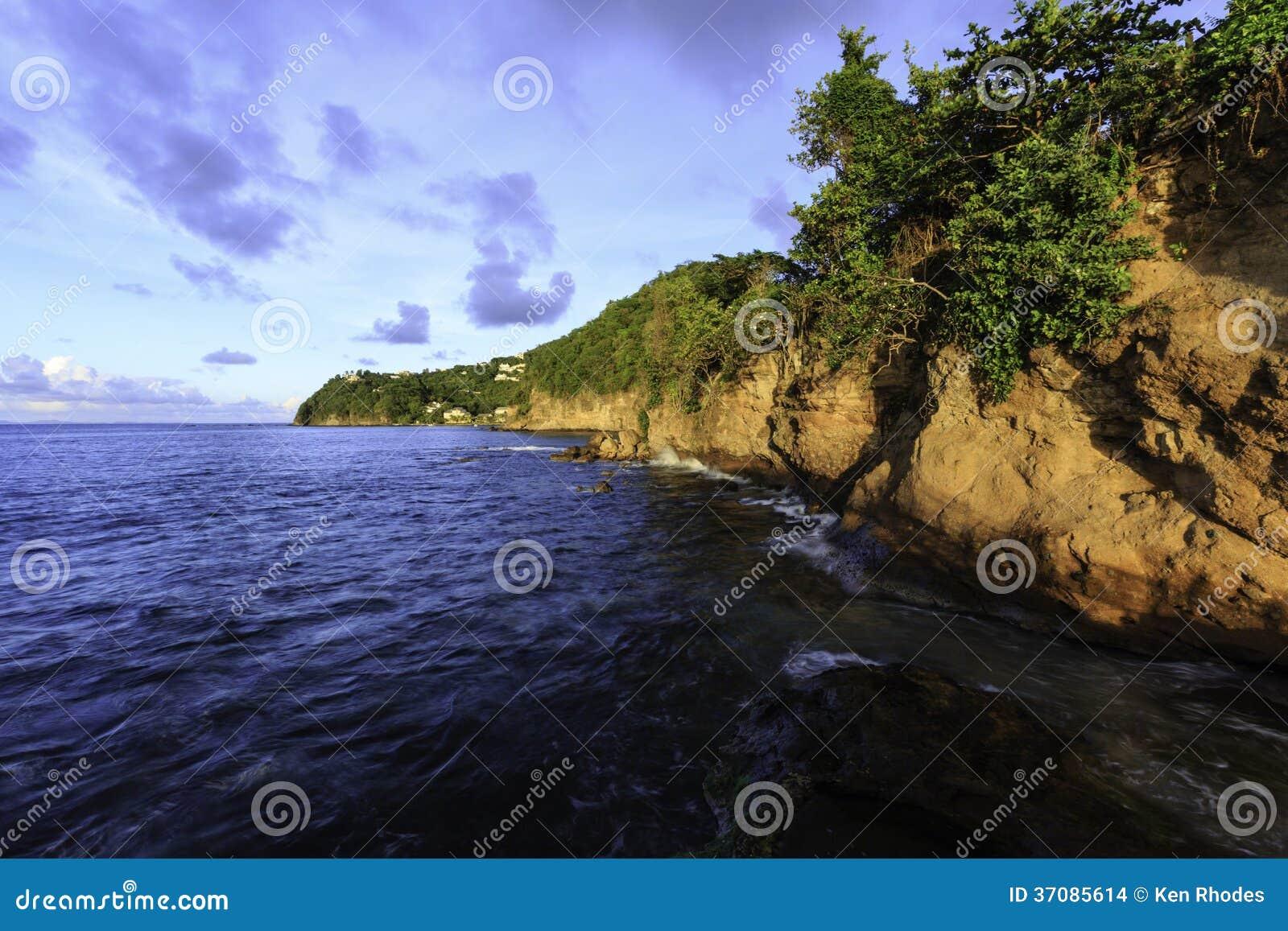 Download Świętego Lucia Linia Brzegowa Przy Zmierzchem Zdjęcie Stock - Obraz złożonej z woda, dowietrzny: 37085614