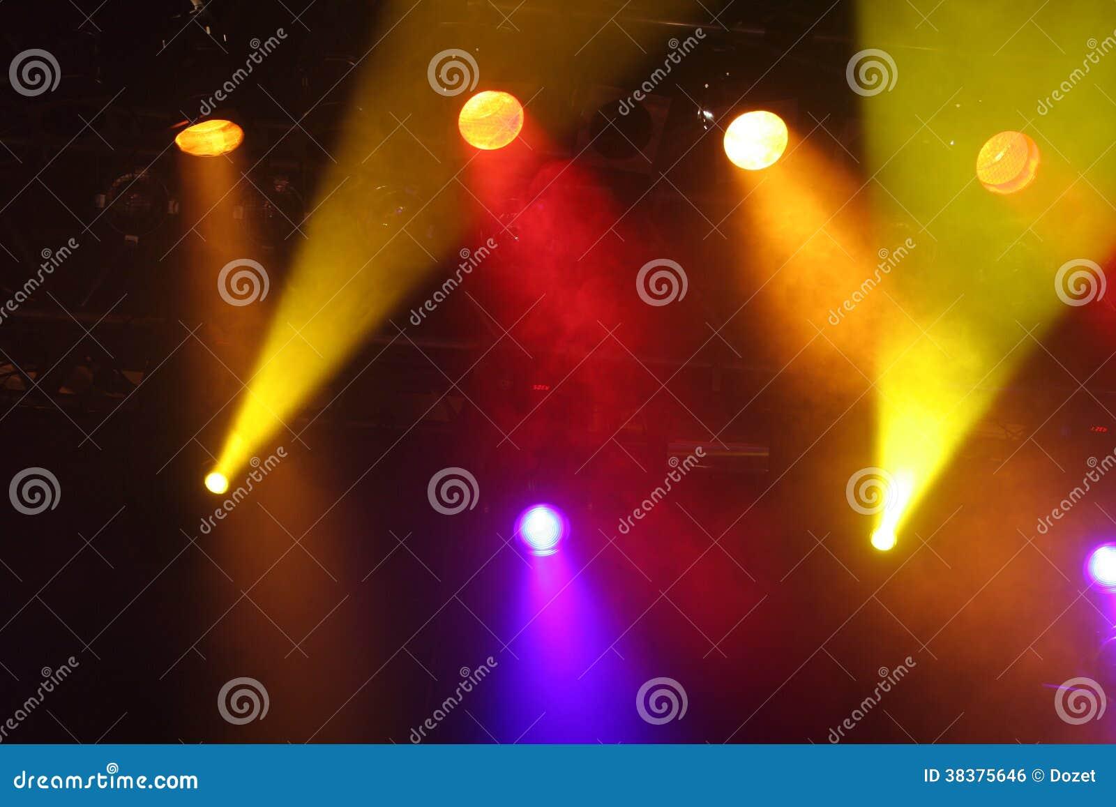 Światła reflektorów przedstawienie