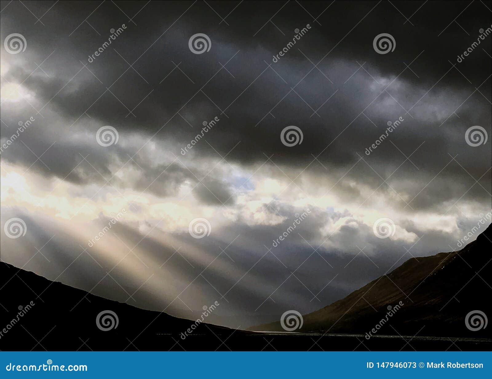 Światło słoneczne promienie nad Loch Etive Glencoe Szkocja