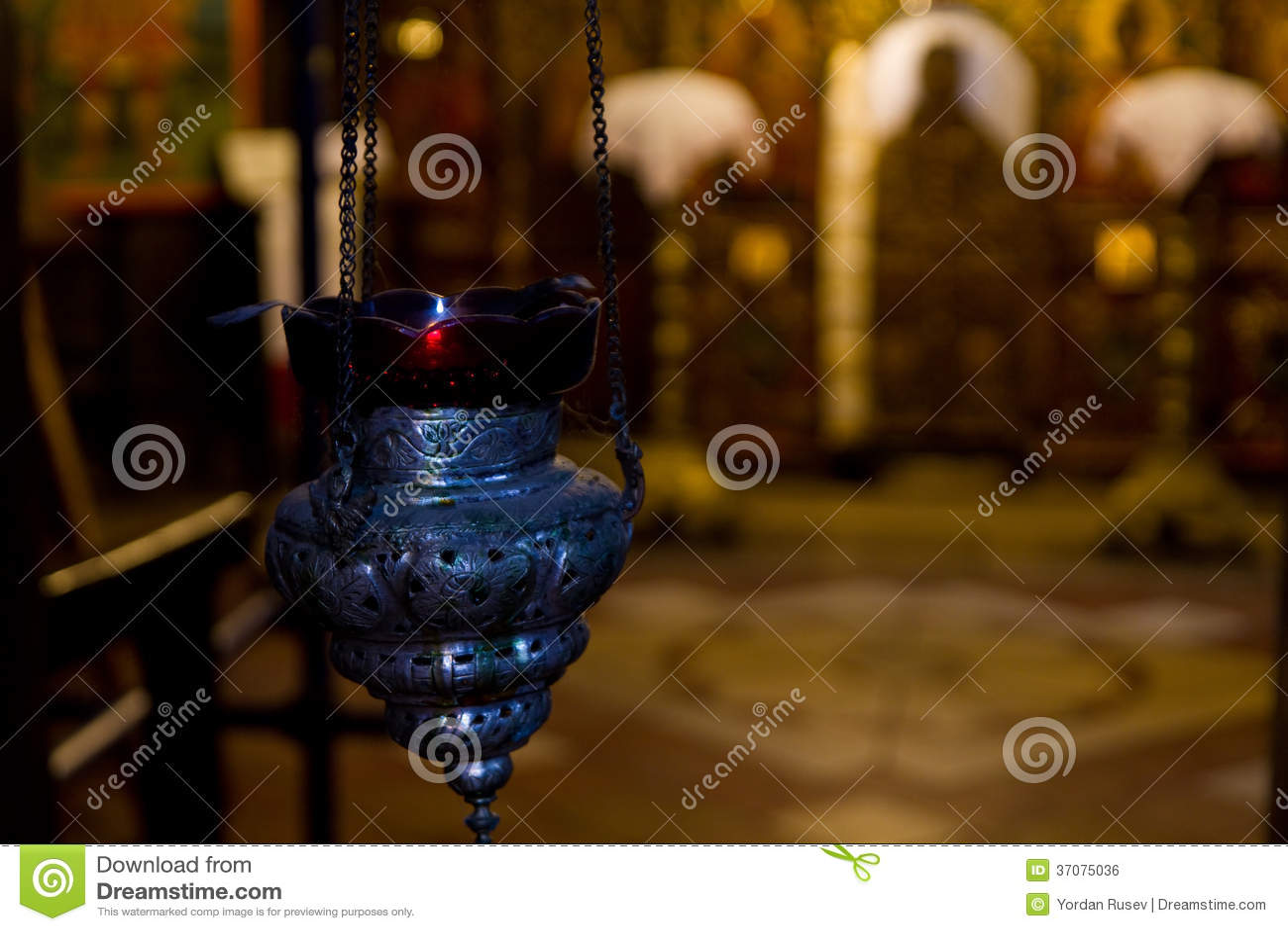 Download Światło w kościół zdjęcie stock. Obraz złożonej z śmierć - 37075036