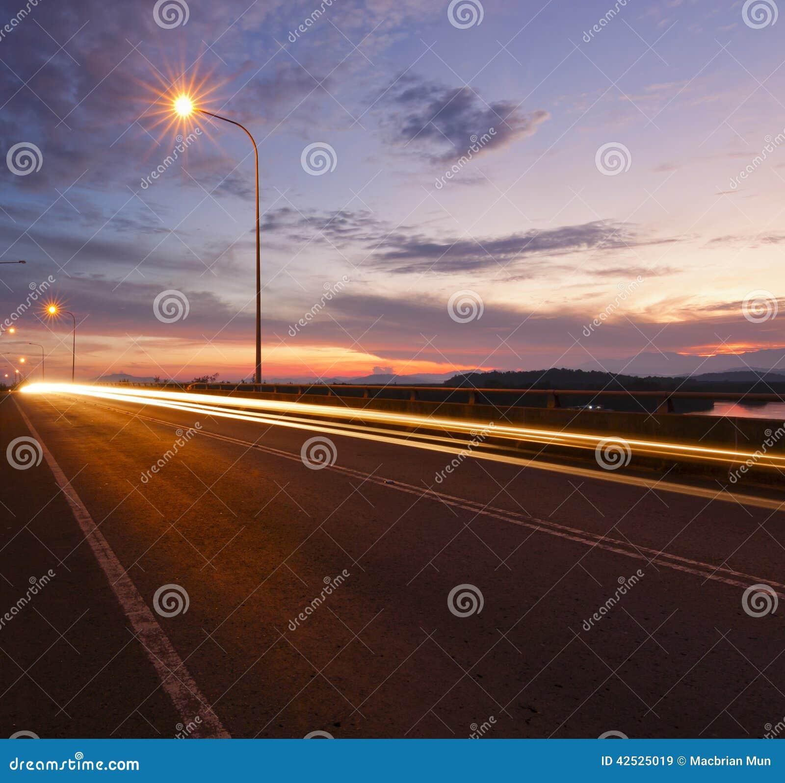Światło wlec przy wschodem słońca w Sabah, Wschodni Malezja