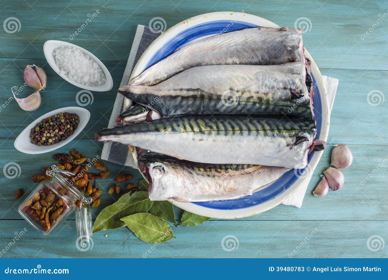 Świeża makrela gotować