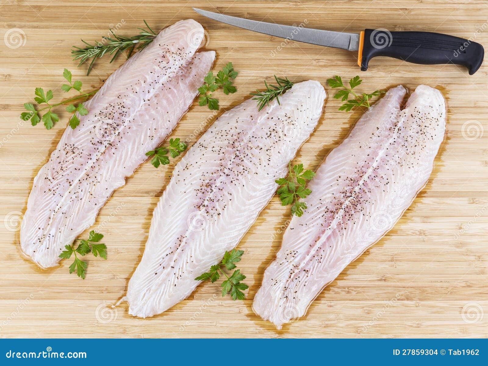 Świeża Ryba Przepasuje z Polędwicowym Nożem