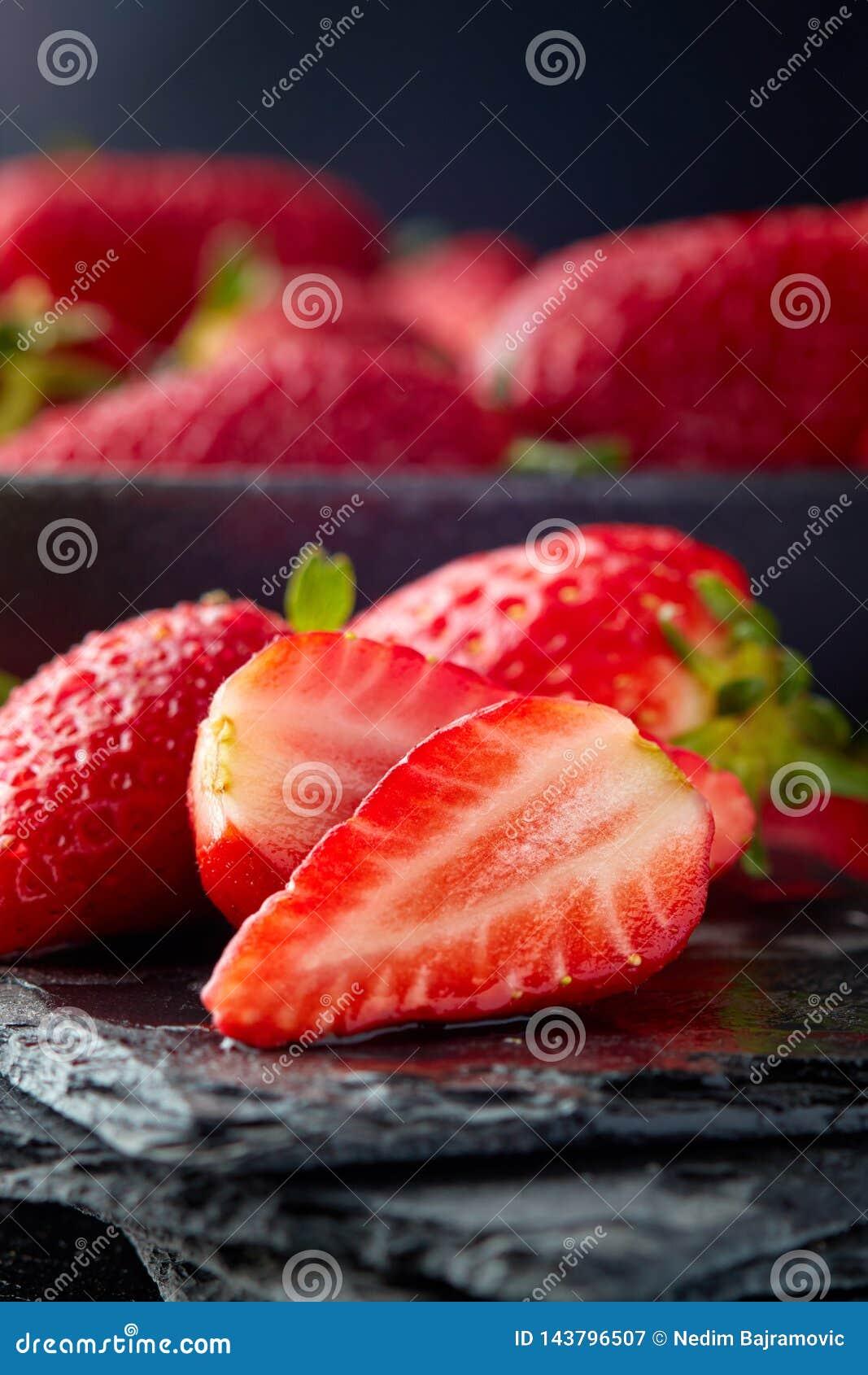świeże organicznie dojrzałe truskawki