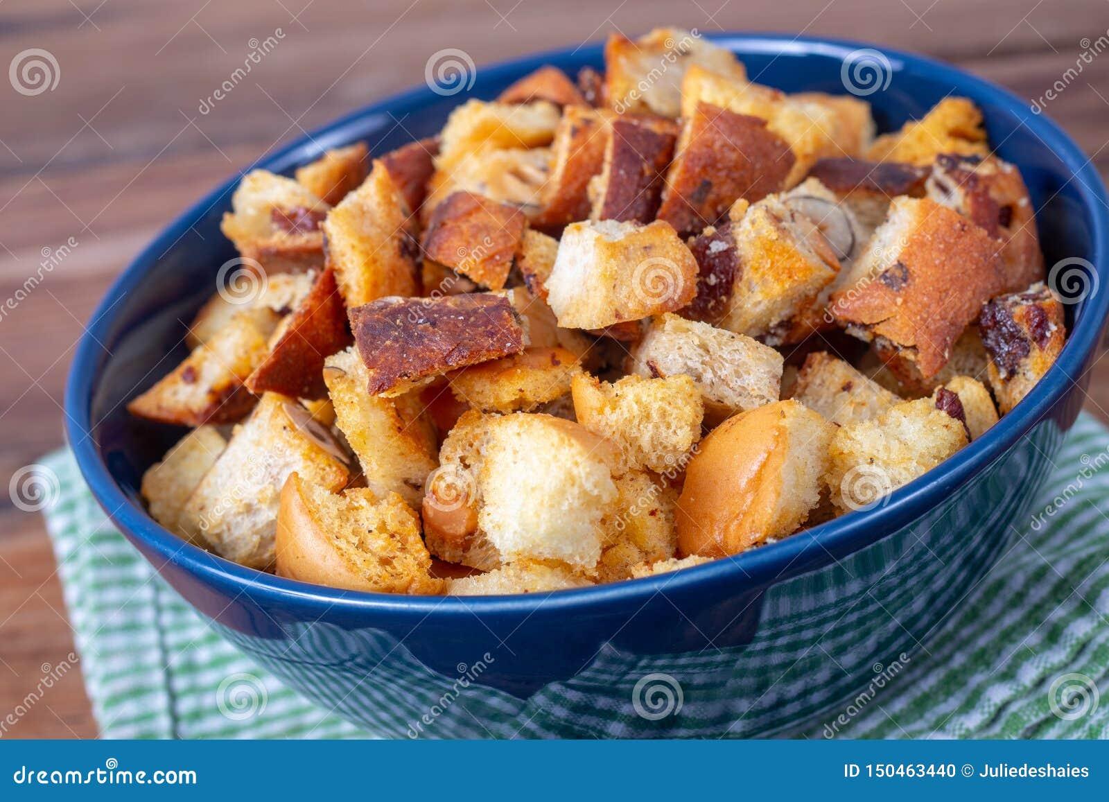 Świeży Domowej roboty chleba crouton