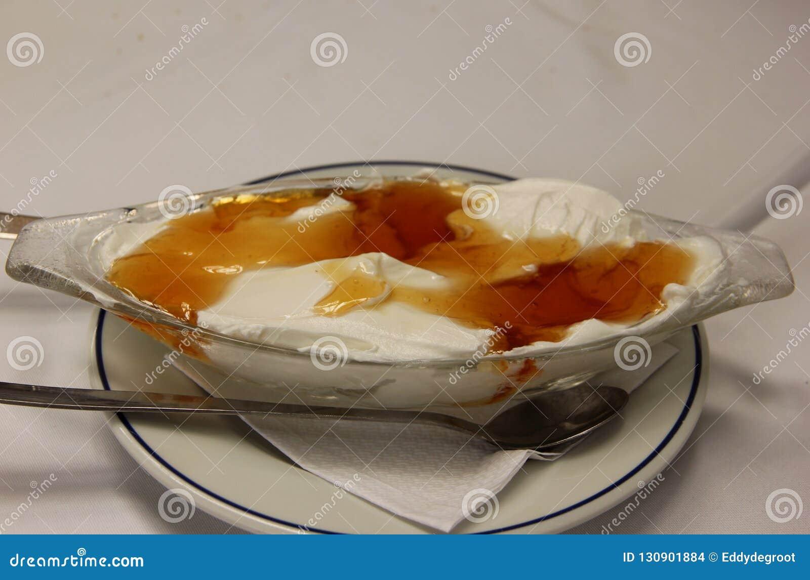 Świeży Grecki jogurt z miodem