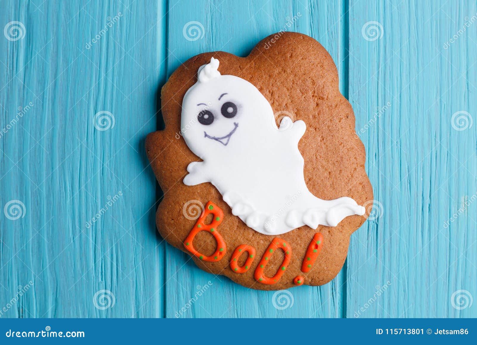 Świeży Halloween piernikowy ciastko z duch dekoracją na whit