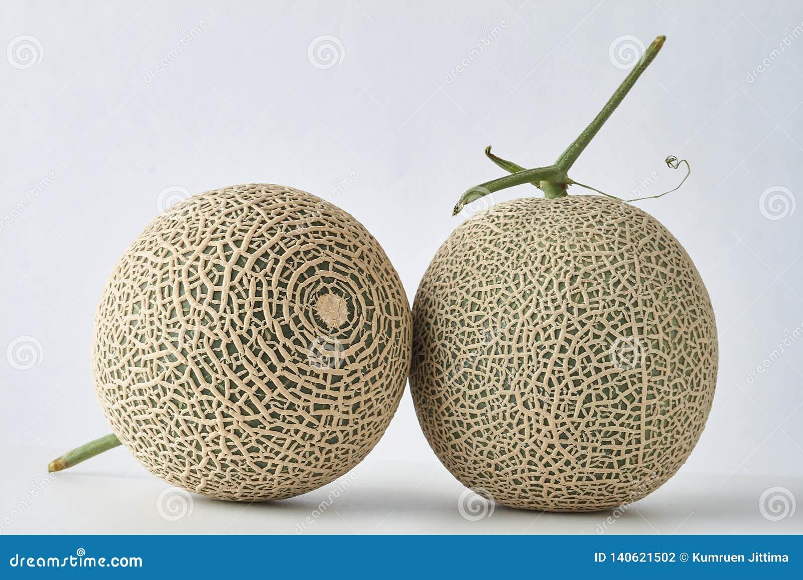 Świeży melon na białym tle