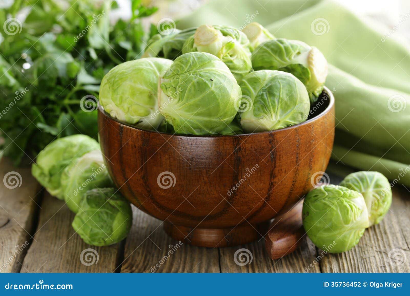 Świeży surowy zielony Brussel - flance
