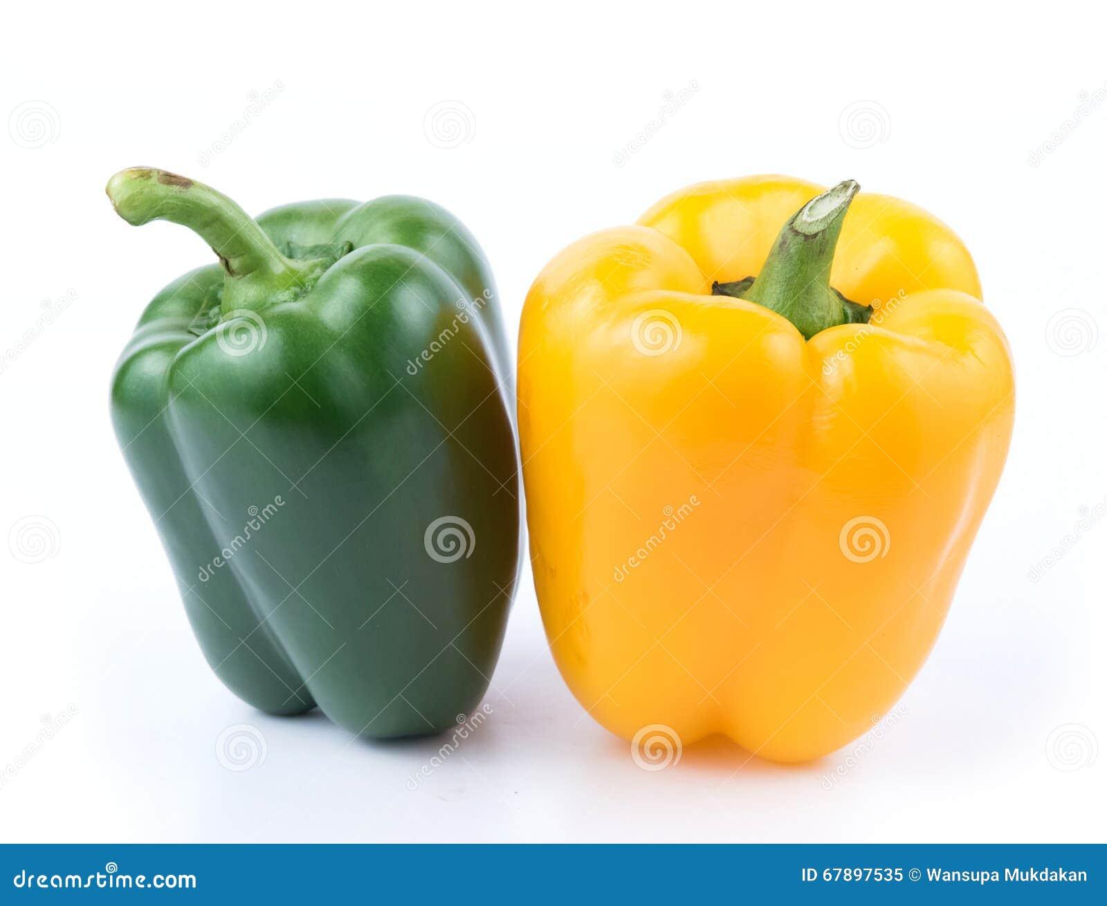 Świeży zieleni i koloru żółtego pieprz