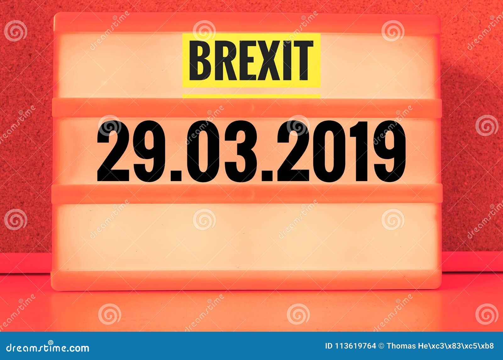 Świecący znak z inskrypcją w anglikach Brexit i 03/29/2019 w niemiec 29, 03 2019, symbolizujący wycofanie Wielki Brytania