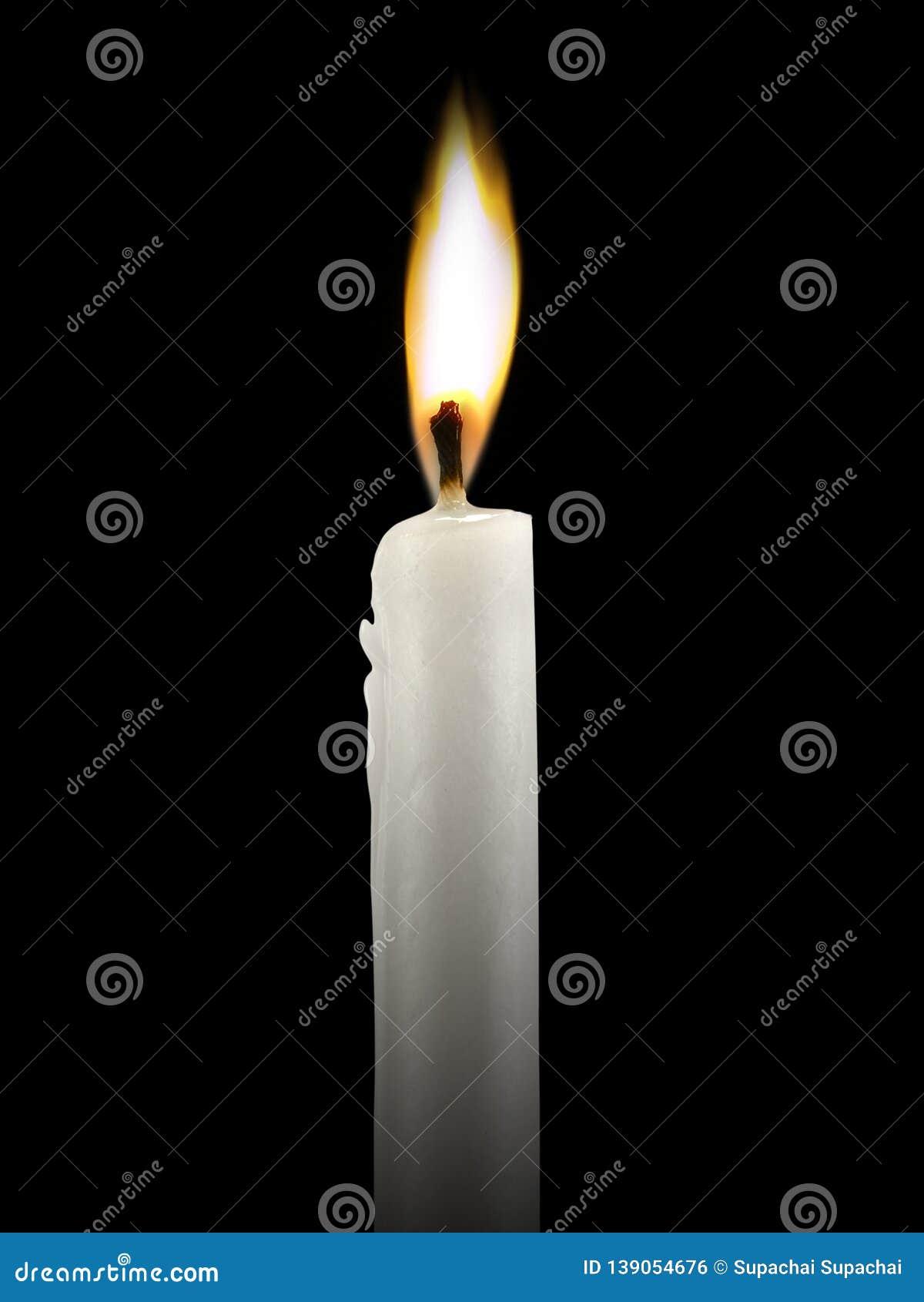 Świeczka pali jaskrawy zamkniętą w górę czarnego tła na