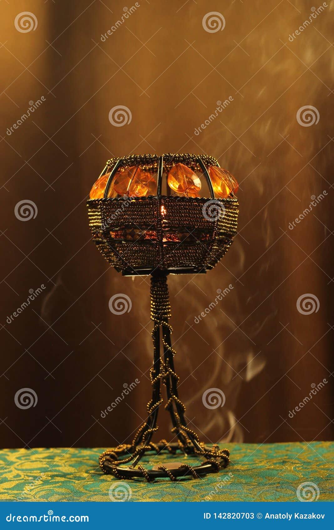 Świeczka właściciel w dymu