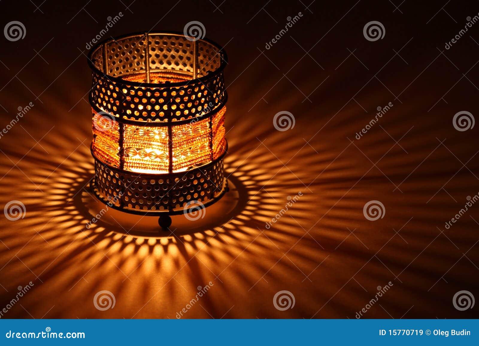 świeczki candlestick target1119_0_ wśrodku starego stylu