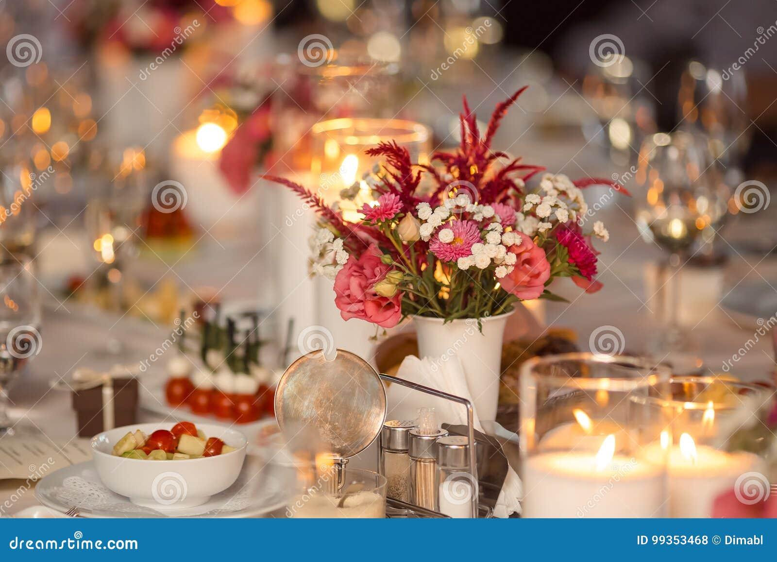 świeczki stół
