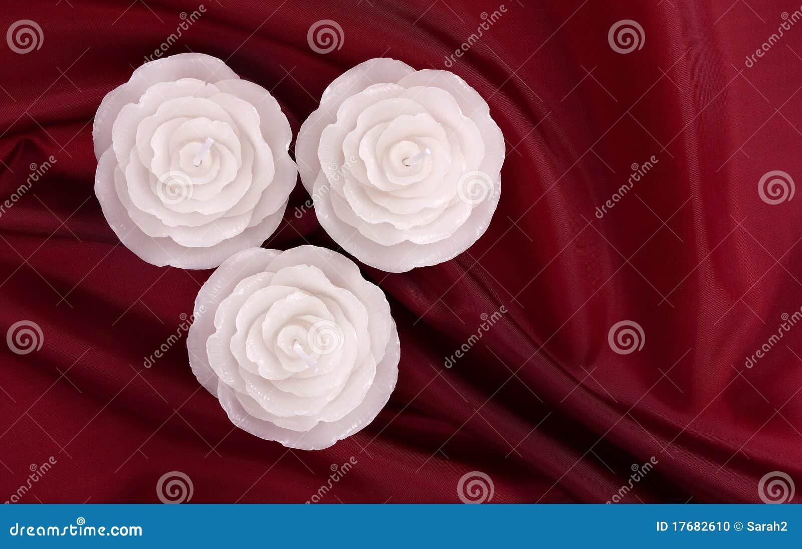 świeczki zgłębiają - różany czerwień atłas kształtował trzy
