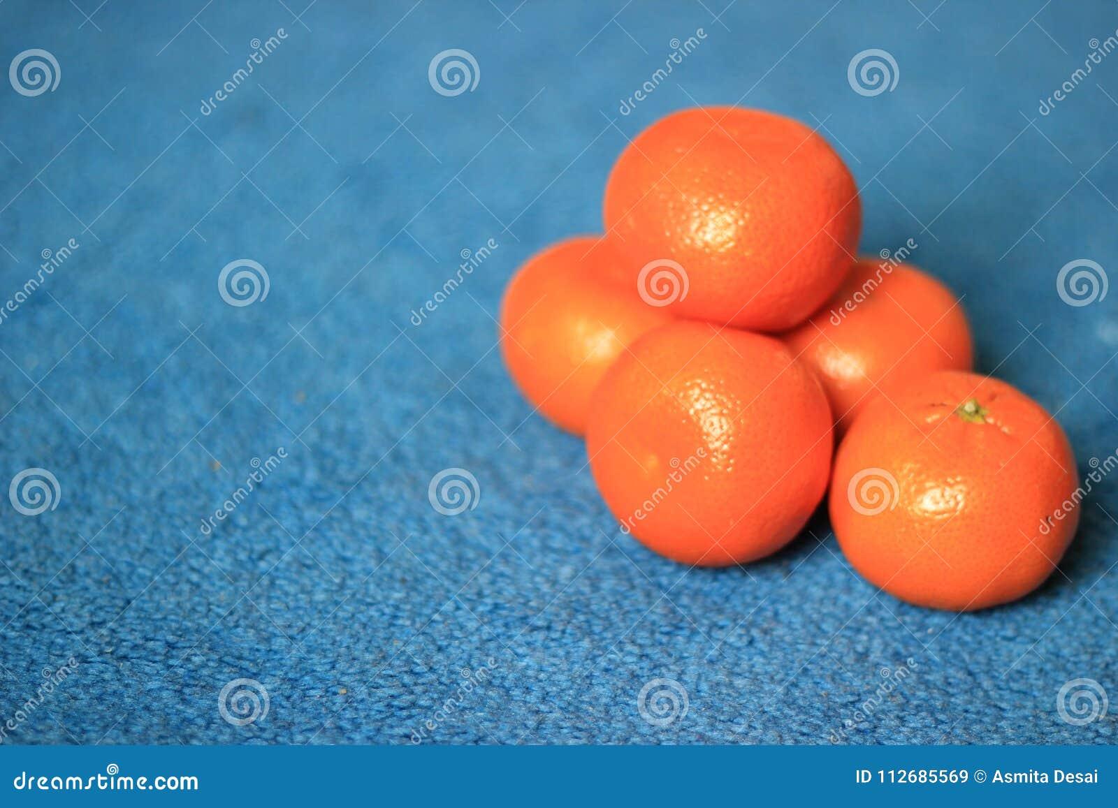 Świezi Organicznie Clementines na błękitnym tle