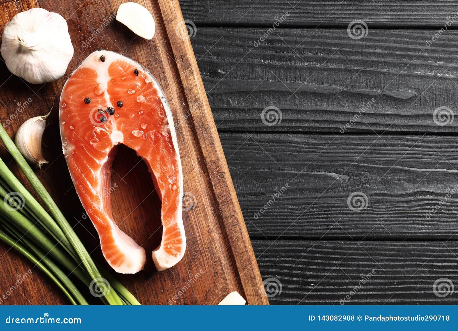 Świezi Surowi Łososiowi stki