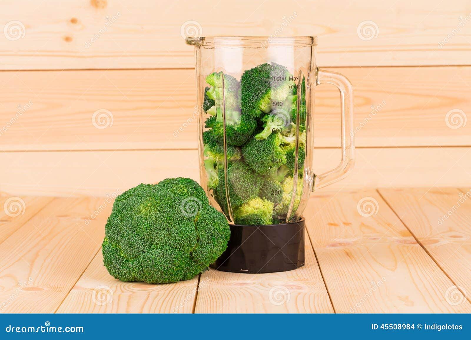 Świezi zdrowi brokuły w blender
