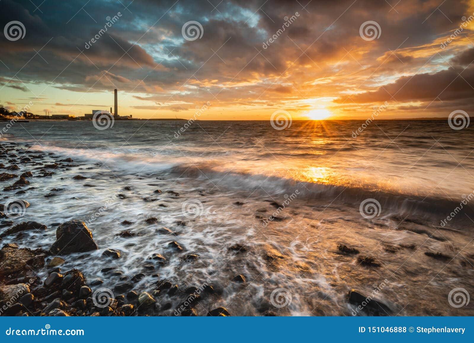 Świt na Downshire plaży, Carrickfergus, UK