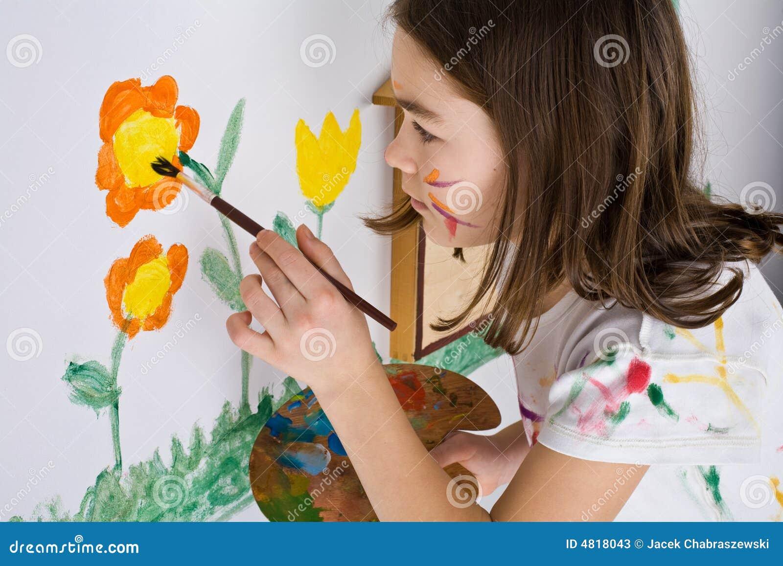 女孩绘画图片