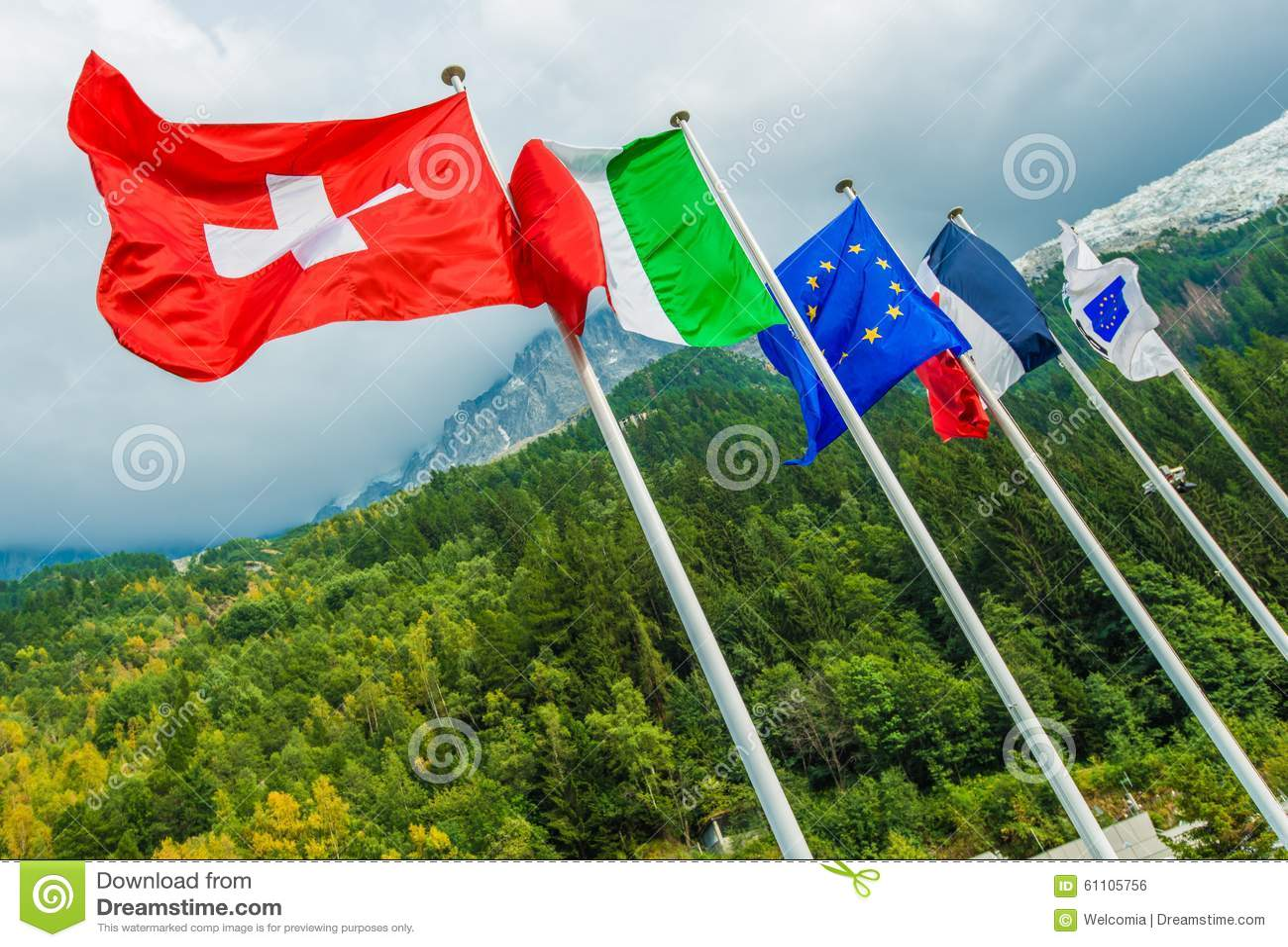 欧盟国旗 瑞士,意大利,欧盟旗子和法国 勃朗峰隧道 夏慕尼,法国,欧洲图片