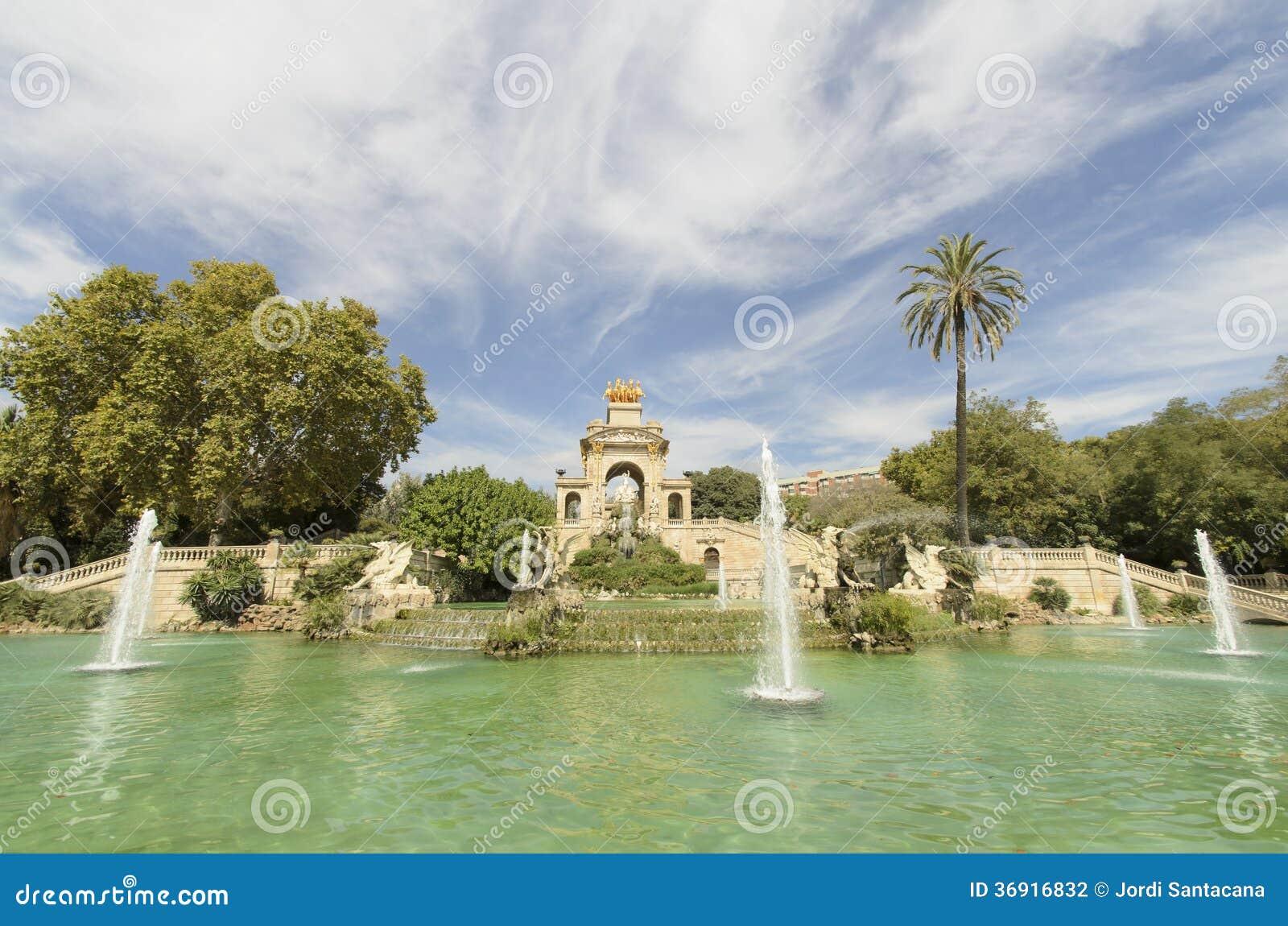 Źródło Spada kaskadą Ciutadella parka