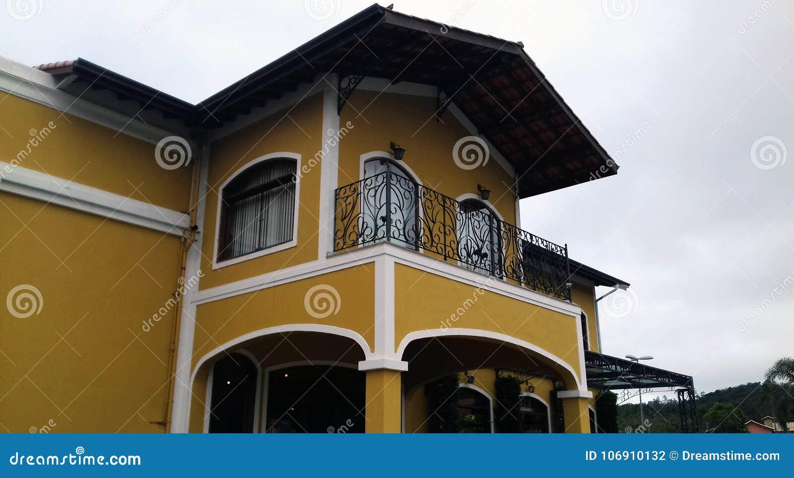 Żółta architektury struktura w Brazylia Ameryka Południowa,