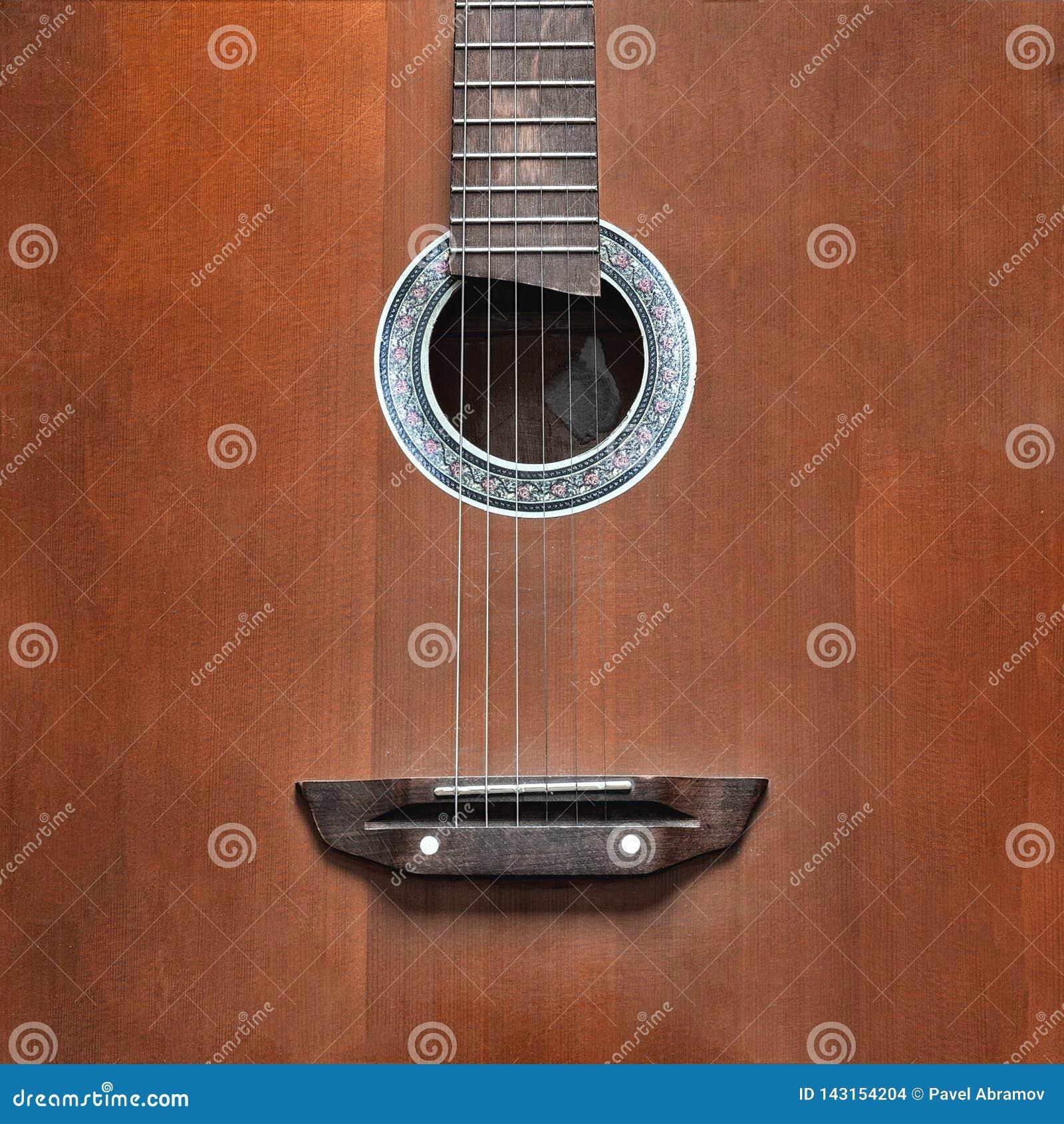 Żółta gitara akustyczna z wielkim opróżnia przestrzeń dla pisać lub rysować