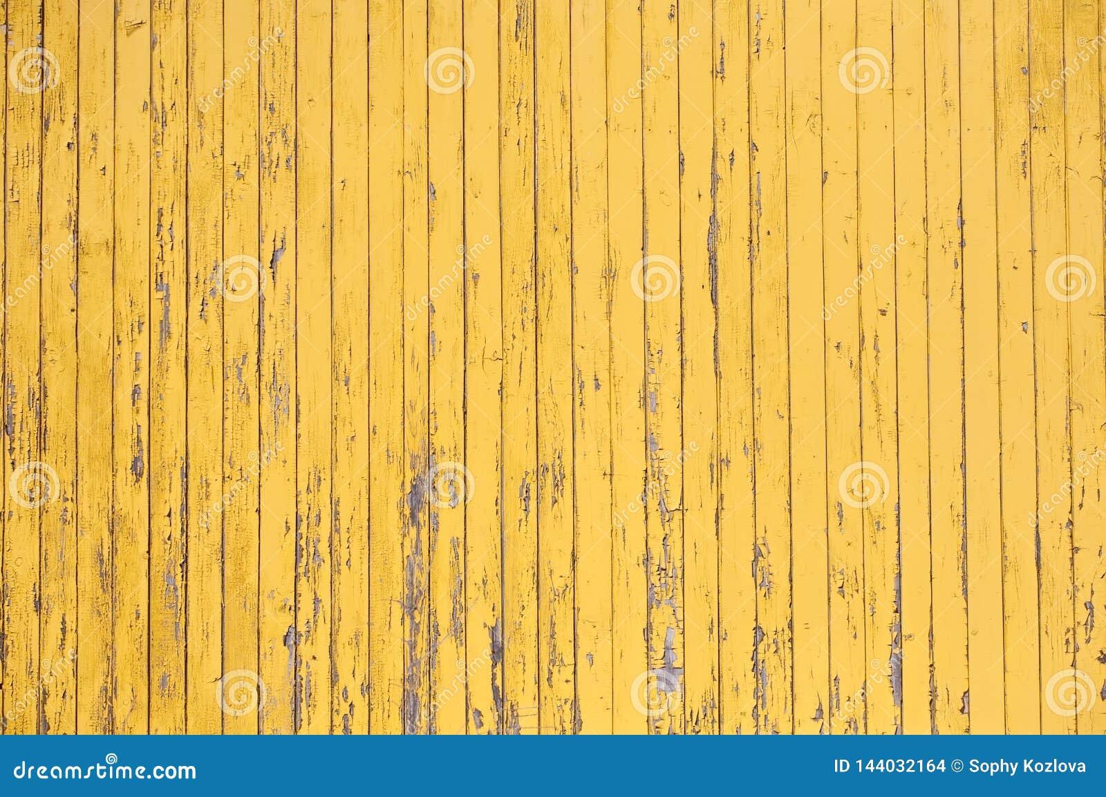 Żółta nieociosana drewniana deski tekstura wyklepany ściana wzór