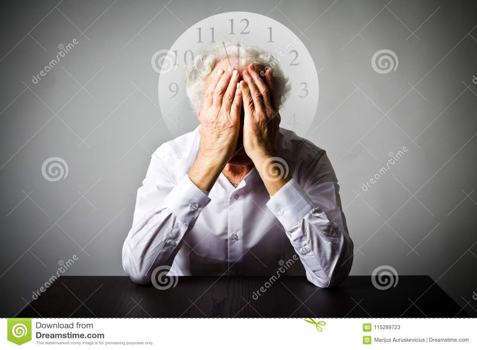żal Stary człowiek w myślach Stary człowiek czeka Trzy minuty