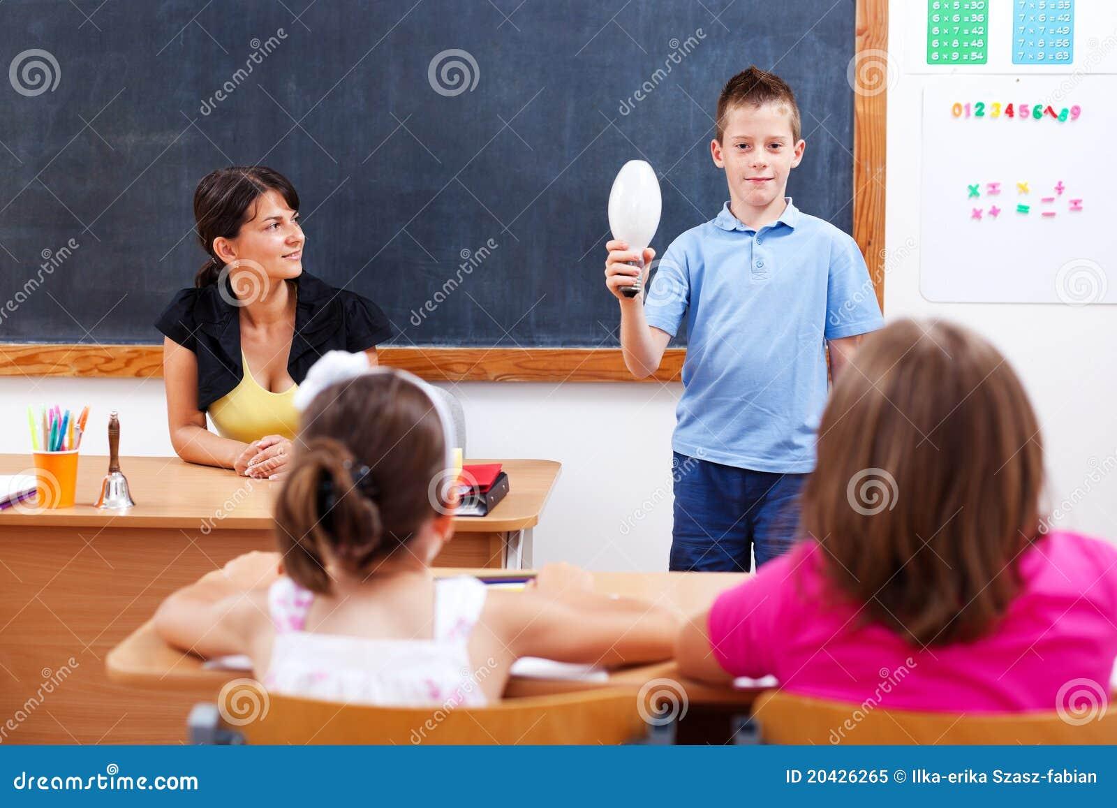 żarówki klasy przodu mienia uczeń