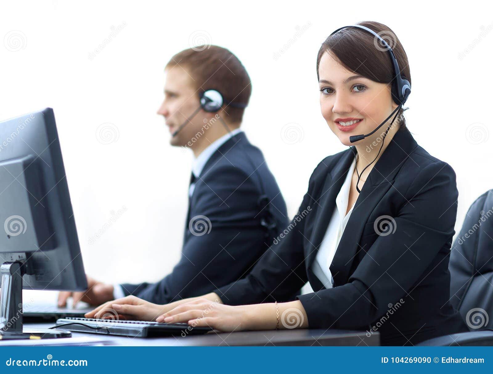 Żeńskie obsługi klienta Faktorskie Z słuchawki Pracuje W centrum telefonicznym