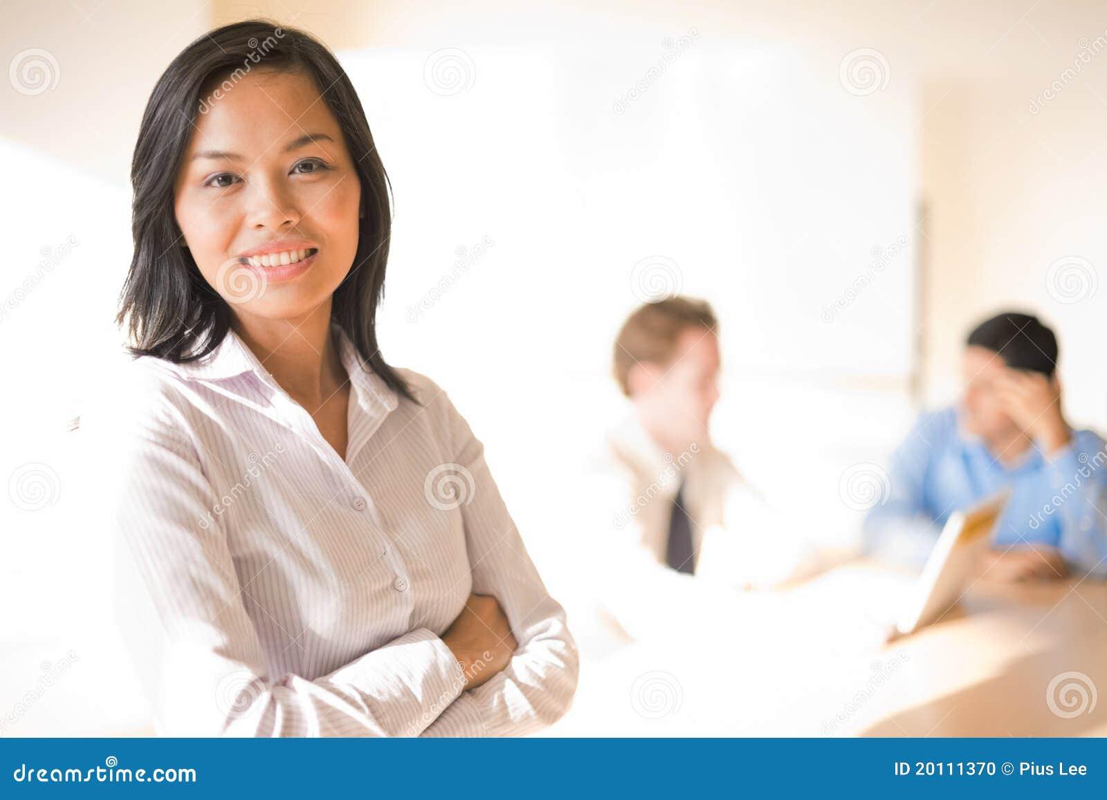 Żeńskiej Biznesowej Kobiety Uśmiechnięty Spotkanie