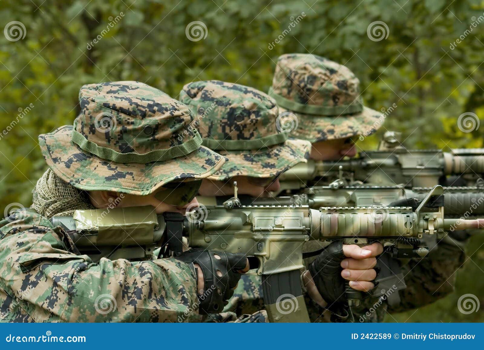 żołnierze