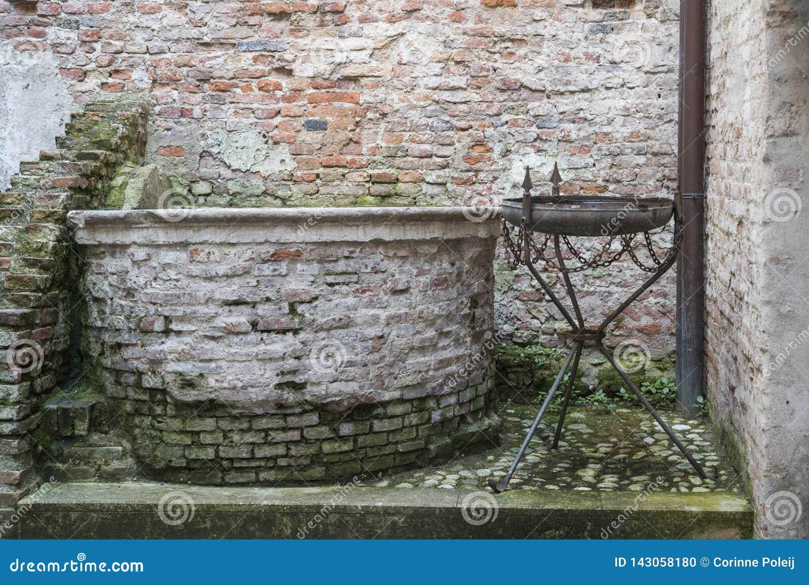 Życzący dobrze przeciw miasto ścianie w Cittadella, Włochy