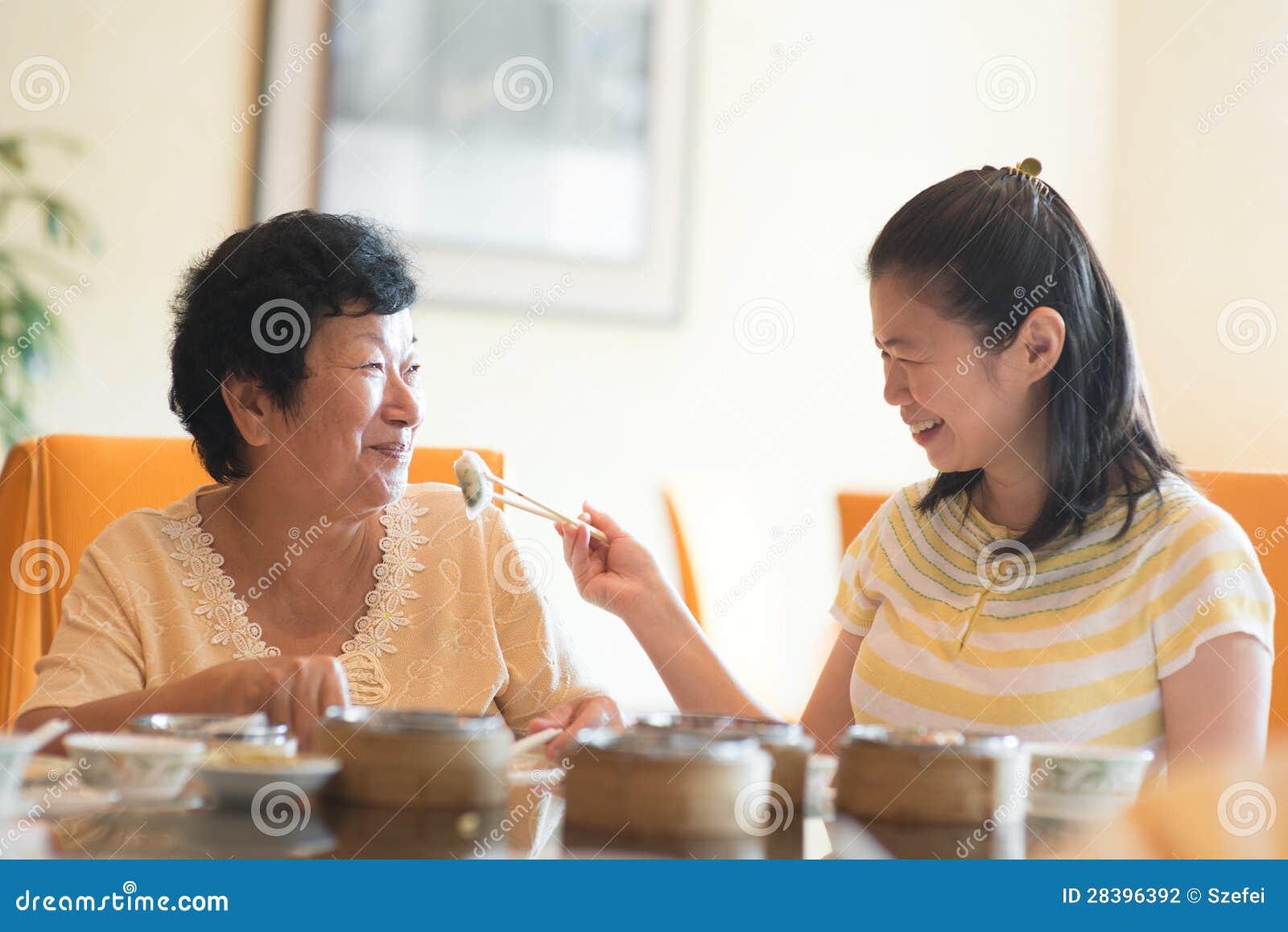 Żywieniowy seniora rodzica jedzenie