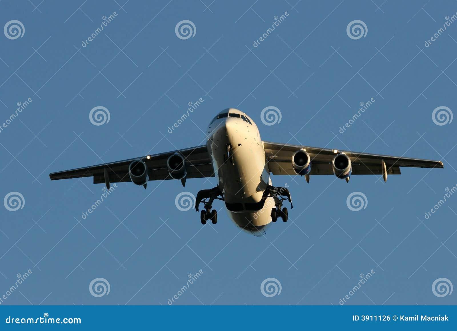 使飞机降落 免版税库存图片